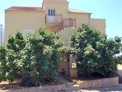 Apartments Komiza