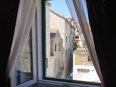 accommodation split
